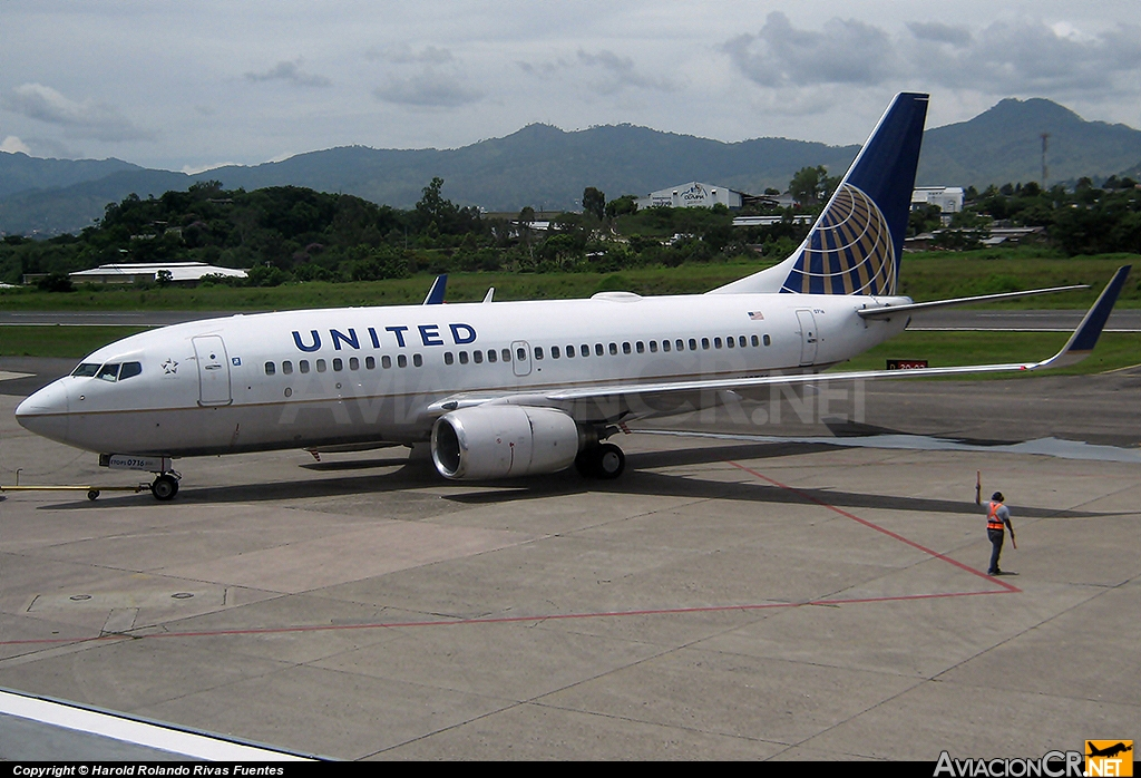 N13712 - Boeing 737-724 - United Airlines (Continental Airlines)