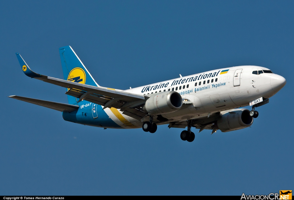 UR-GAT - Boeing 737-528 - Ukraine International Airlines